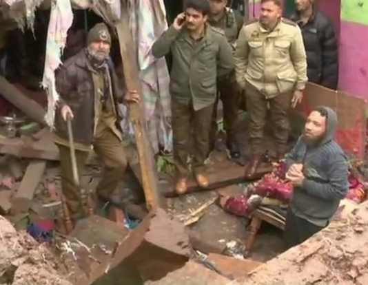 अभिनंदन के भारत लौटते समय कश्मीर में गोलीबारी हुयी