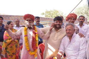 रामकिशन मीणा की मूछों के साथ दुष्यंत सिंह