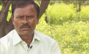 प्रमोद ठाकरे 2 एकड़ खेत के मालिक हैं और अपने खेत में सोयाबीन और तूर की दाल उगाते हैं।